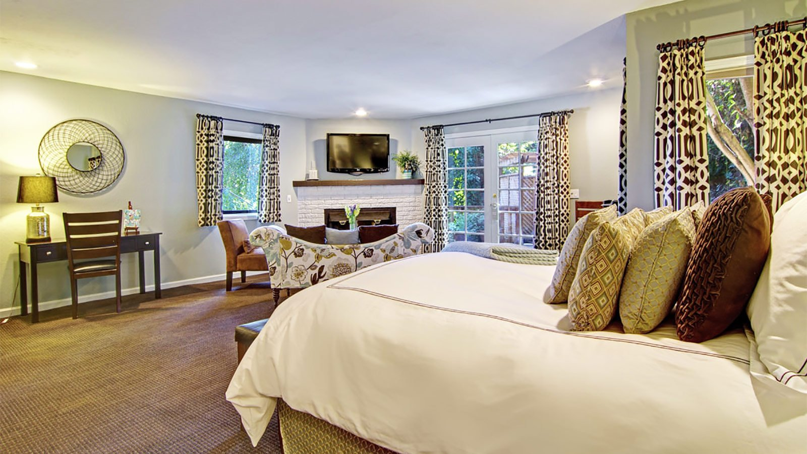 Boutique Guest Rooms in the heart of Santa Cruz