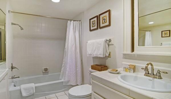 Contessa Private Bathroom