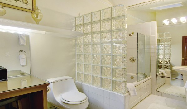 Tennyson Suite Private Bathroom