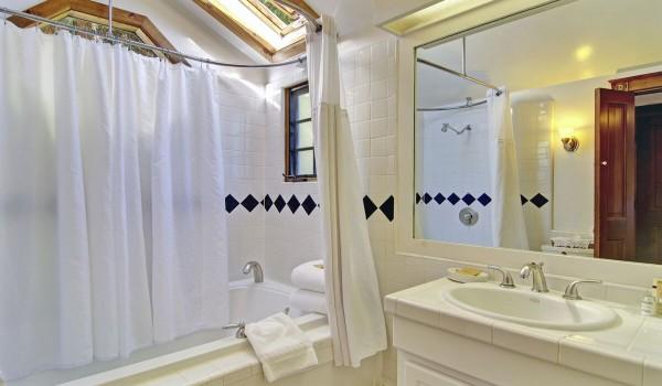 Van Gogh Private Bathroom