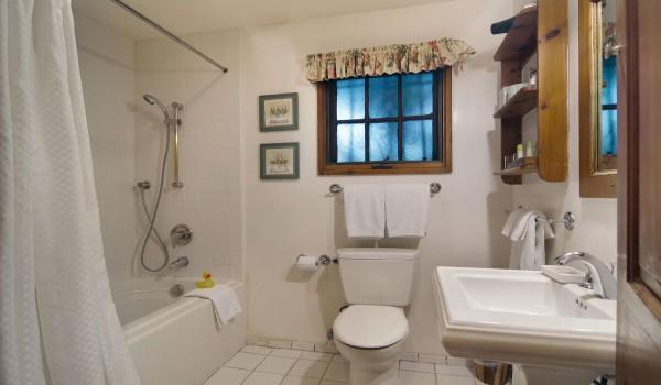 Cezanne Private Bathroom